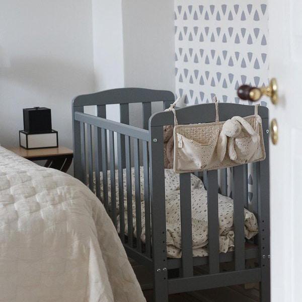 Test af bedside cribTest af bedside crib iOra fra Maxi cosi